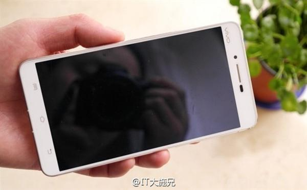 Vivo Xplay 5S in arrivo nel 2016 con display 6 pollici 4K, Snapdragon 820 e 4 GB di RAM