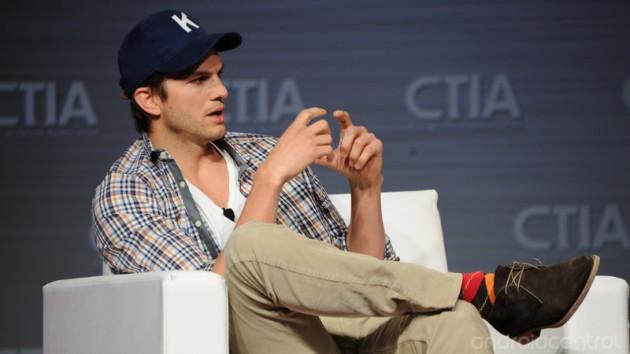 Motorola sceglie Ashton Kutcher come nuovo testimonial