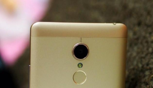 Xiaomi, prime immagini di un nuovo smartphone Redmi con corpo in metallo