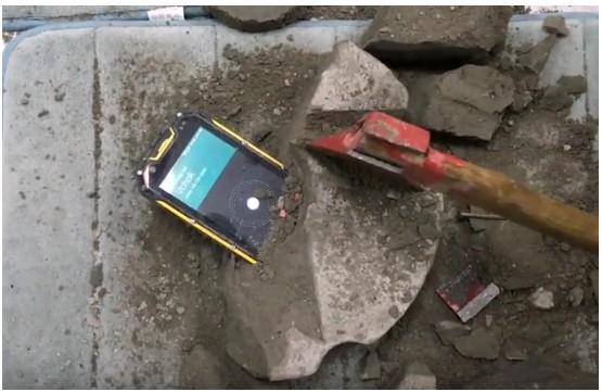 VCHOK M9 LTE, lo smartphone rugged che resiste anche alle colate di cemento