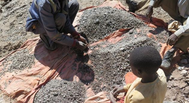 Le batterie dei nostri smartphone potrebbero essere realizzate sfruttando il lavoro minorile