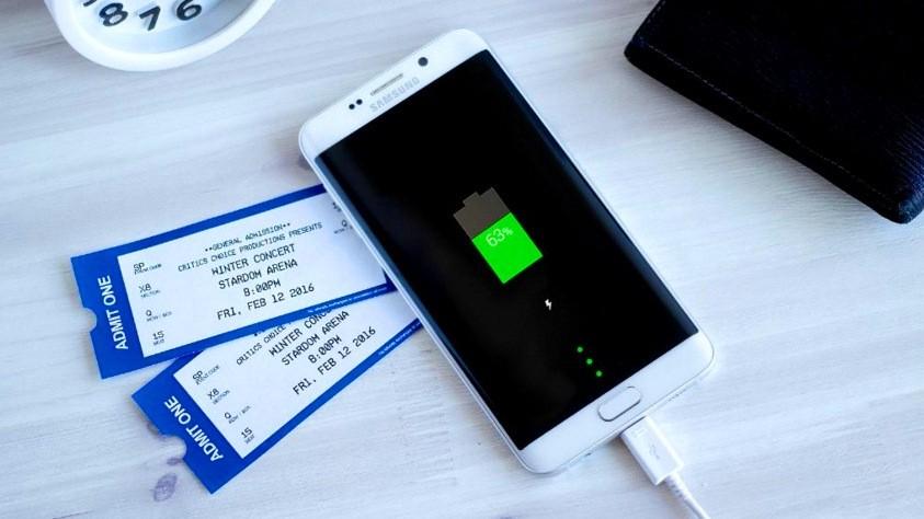 LG controbatte Samsung meglio la batteria removibile di V10