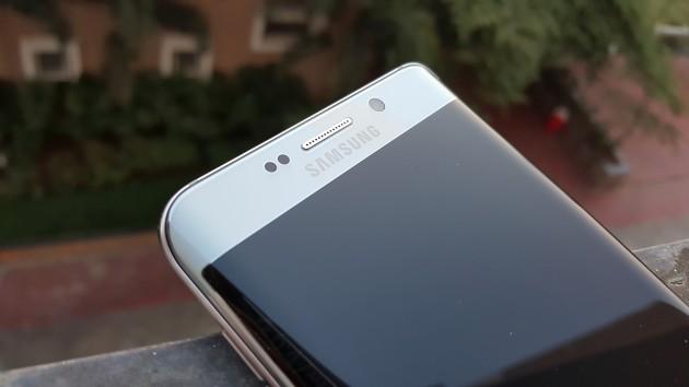 I produttori cinesi utilizzeranno il display dual-edge di Samsung nei loro dispositivi