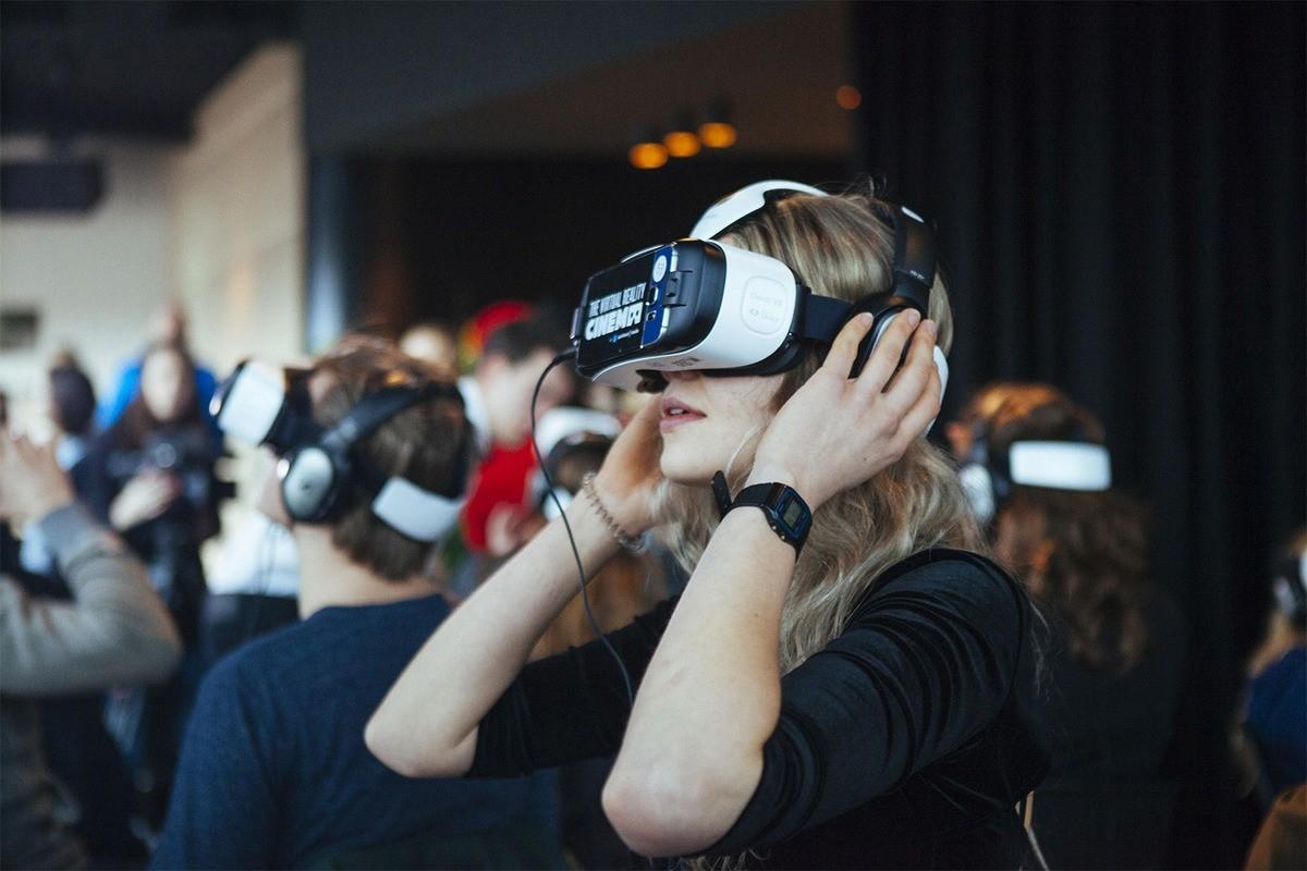 Un esempio di visore utilizzabile per la fruizione di video a 360°