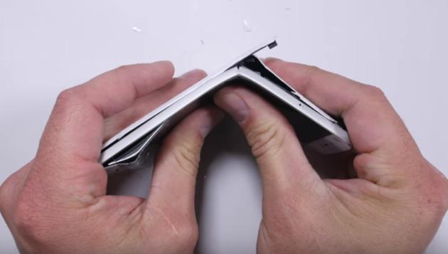 Xiaomi Mi5 fa una brutta fine nel bend-test