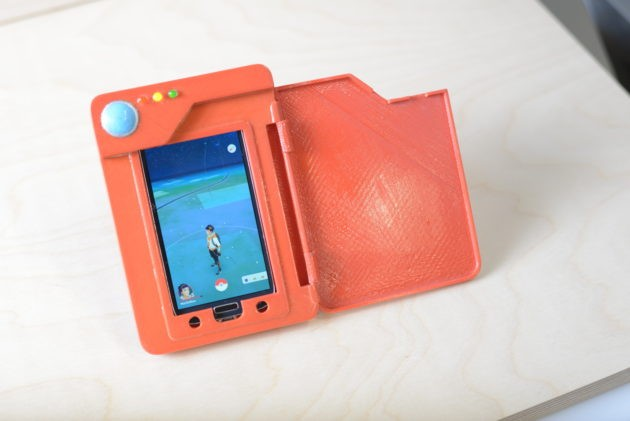 Pokemon Go: ecco un battery case a forma di Pokedex