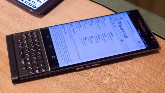 BlackBerry produrrà altri smartphone con tastiera fisica