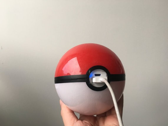 Pokemon Go e i suoi accessori: ecco la power bank a forma di Pokeball