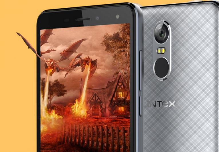 Intex Cloud S9, lettore di impronte in uno smartphone low cost