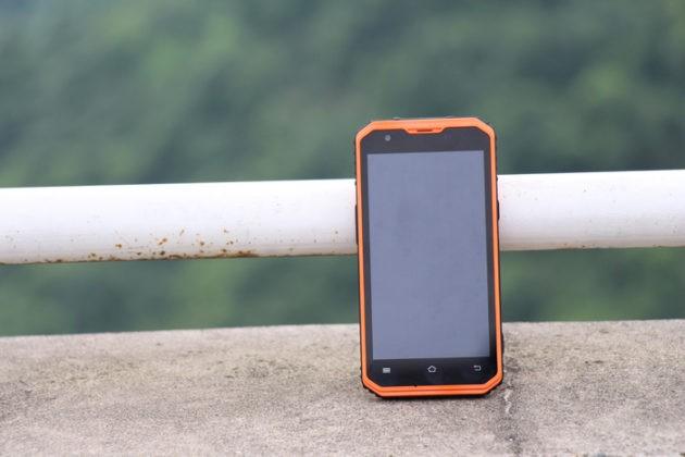 Vphone M3: telefono a prova di cantiere