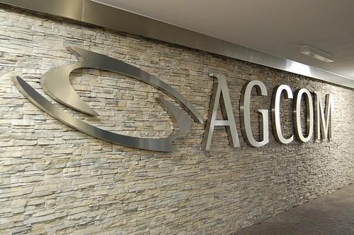 SIM disattivate senza adeguato preavviso: l'AGCOM multa 3 Italia e Wind