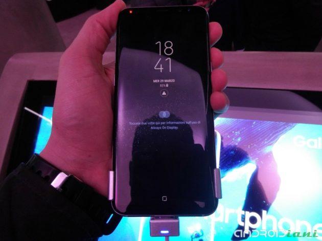 Galaxy S8 ci ricorda di pulire la lente della fotocamera