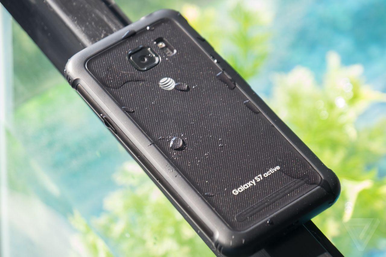 Samsung Galaxy S8: alcune unità presentano problemi al display
