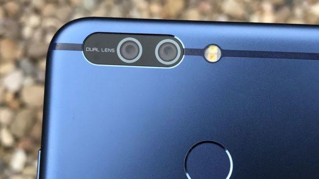Honor 9: doppia fotocamera posteriore da 12+20 megapixel
