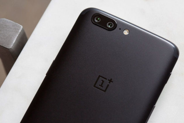 One Plus avrebbe falsificato i benchmark di One Plus 5: la risposta di Carl Pei