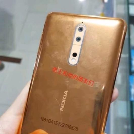 Nokia 8 potrebbe avere una (discutibile) variante oro - VIDEO (2)