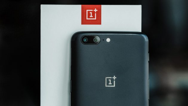 OnePlus 5 Midnight Black, con 8 GB di RAM e 128 GB di memoria interna, è disponibile con spedizione immediata