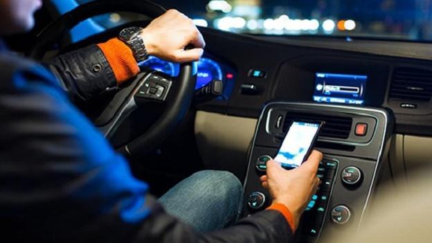 Smartphone alla guida? Attenti, si rischia grosso!
