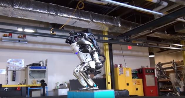 Un backflip del robot Atlas e siamo già nel futuro