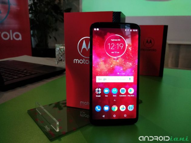 Motorola Moto Z3 Play e Moto G6 Play arrivano in Italia