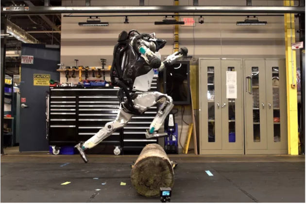 Boston Dynamics: Atlas, il robot che fa parkour