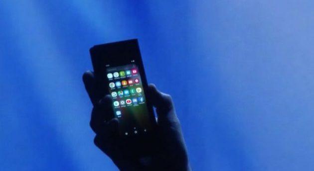 Samsung: ufficiale lo smartphone pieghevole