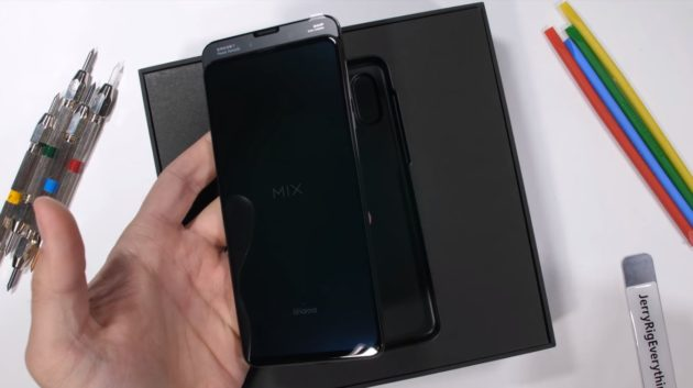 Mi Mix 3 durability test a cura di JerryRigEverything