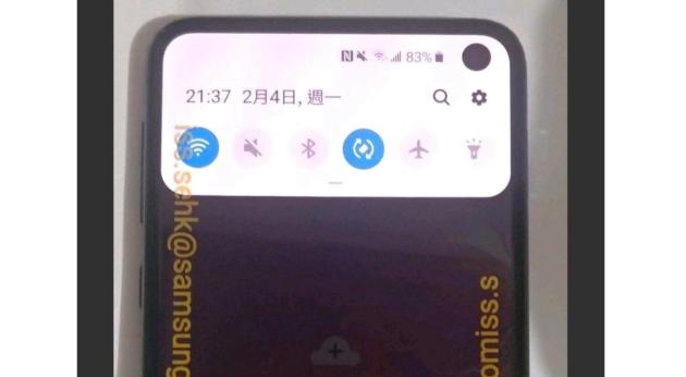Samsung Galaxy S10E: foto dal vivo e specifiche tecniche