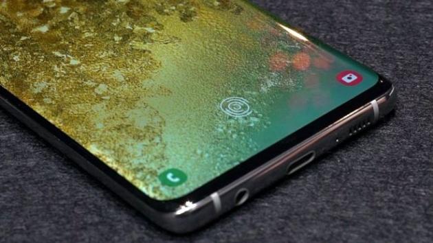 Samsung: si riesce a sbloccare il Galaxy S10 con qualsiasi impronta digitale
