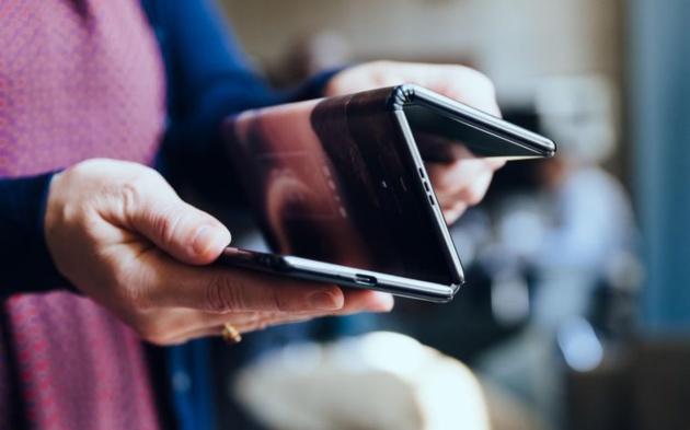 TCL presenta tre prototipi di smartphone pieghevoli