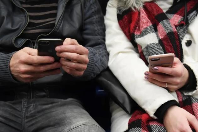 Coronavirus: Quanto spesso pulire lo smartphone e come