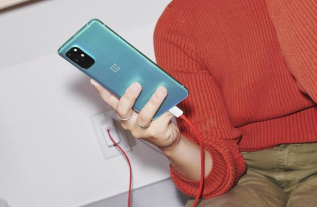 OnePlus 8T è ufficiale: 5G e display @120Hz da 599€