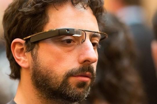 Secondo Sergey Brin internet è sotto attacco da parte dei governi, di Facebook ed Apple