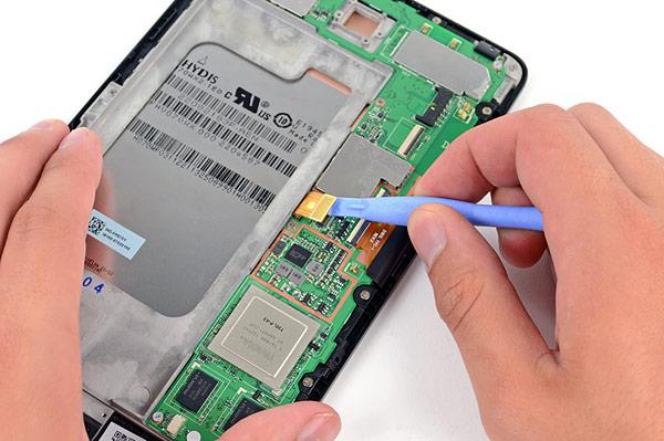 Anche il Nexus 7 viene smontato nei laboratori di iFixit