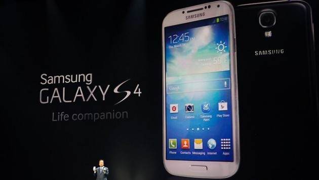 Samsung Galaxy S IV vs iPhone 5 vs HTC One: confronto qualità display