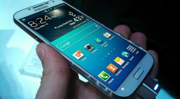 Il Samsung Galaxy S IV potrà essere ricaricato via wireless tramite lo standard Qi
