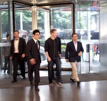Mark Zuckerberg in Corea per visitare Samsung Electronics