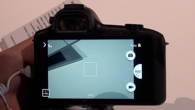 Samsung Galaxy NX: ecco un nuovo video hands-on