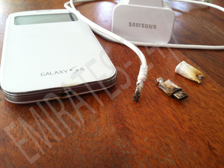 Samsung Galaxy S4, connettore micro-USB in fiamme durante la ricarica