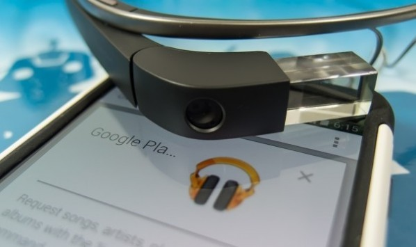 Google Glass: ecco i nuovi auricolari e l'app ufficiale del Play Music