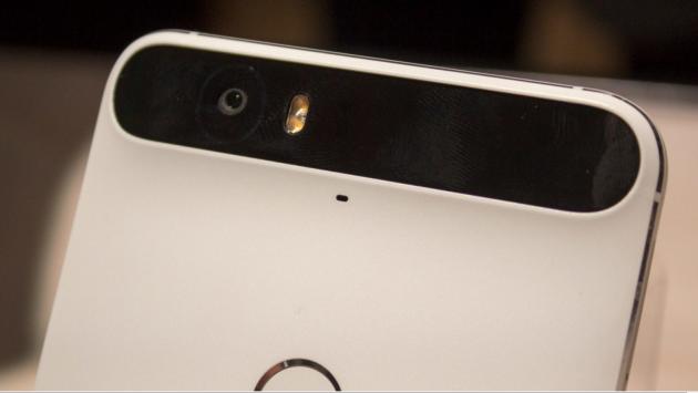 Nexus 6P contro iPhone 6: confronto fotocamera in notturna