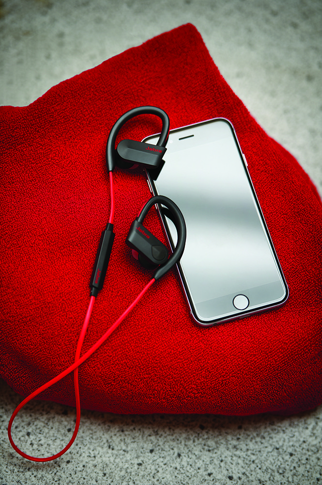 Red_Jabra_Sport_Pace_Contextual_06