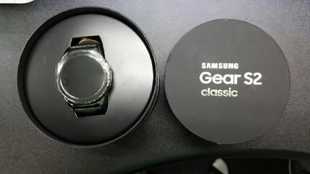 Samsung Gear S2 Classic: ecco la confezione di vendita