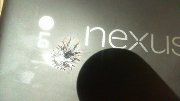 Non c'è pace per Nexus 5X: ora prende fuoco da solo