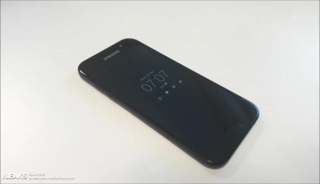Galaxy A5 (2018): online i render delle cover