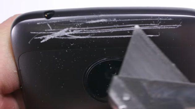 Moto G5 sottoposto a test di resistenza, con quale risultato? - VIDEO