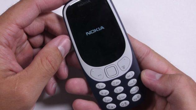 Nokia 3310 supererà i test di resistenza? - VIDEO
