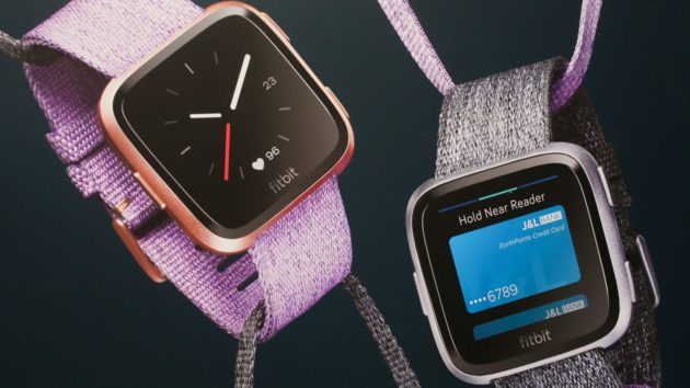 Fitbit presenta lo smartwatch Versa e la smartband Ace