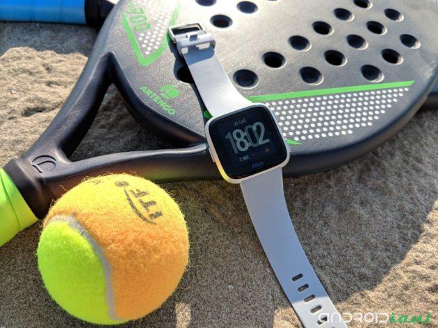 Fitbit Versa: uno smarwatch quasi perfetto   Recensione