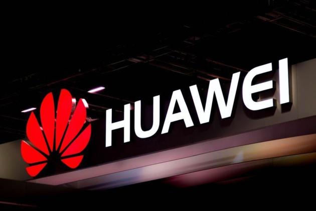 Huawei brevetta uno smartphone con otto fotocamere